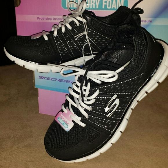 Skechers memory foam tennis shoes sz 7